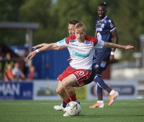 Levanger FK-spilleren Adrian Olsen Teigen er student og får dermed ikke dagpenger når han er permittert. Da var det bare å dra hjem til Rana.