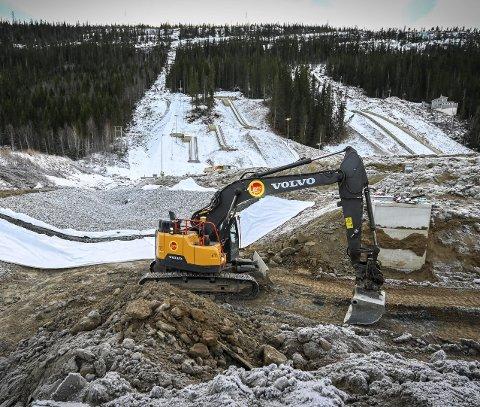 Nye Fageråsen får eget vannreservoar på sletta. Naboene ser med bekymring på at det anlegges et stort vannmagasin like ved husene. Foto: Øyvind Bratt