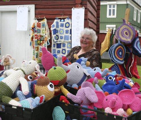 Gun Helen Opdahl er opphavet til kolleksjonen av heklede lekedyr som venter på å bli adoptert.