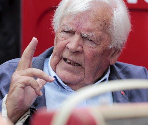 Ap-veteran Thorbjørn Berntsen synes leder Jonas Gahr Støre har håndtert den vanskelige Giske-saken på en korrekt måte. Foto: Lise Åserud, NTB scanpix/ANB