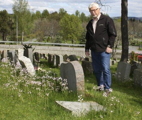 Rydder opp: Knut Jørgen Syvertsen, avdelingsleder for kommunal kirkeforvaltning i Skedsmo.Foto: Per Stokkebryn