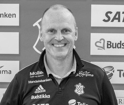 POSITIV: Nå er planen å hente inn nok penger til at vi kan fortsette den positive utviklingen, sier Asker Fotball-sjef Rolf-Magne Walstad.
