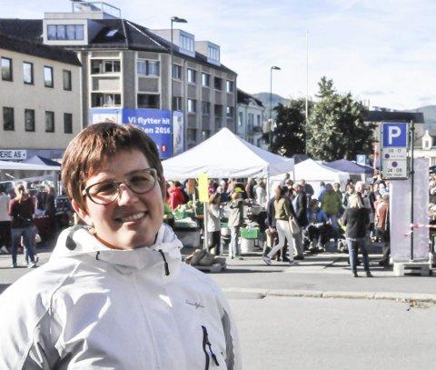 AKTIVITETER: Notodden i Sentrum (NiS) med Merete Cloumann Kroken i spissen ønsker seg flere aktiviteter, og at Torget skal være byens hjerte. Her fra høstmarkedet i 2016. (Foto: Unni Buverud)