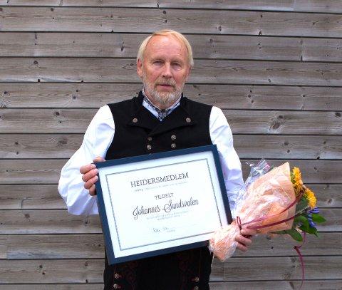 Johannes Sundsvalen ble søndag hedret for sitt engasjement for å bringe folkemusikktradisjonen videre til nye generasjoner.