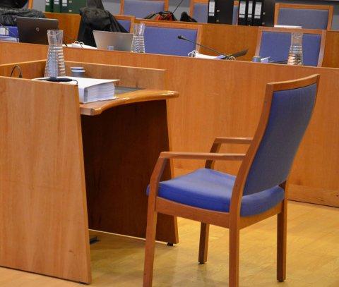 FAR OG SØNN: En mann i 20-årene måtte i mai møte i retten for å ha banket opp sin egen far. Nå håper faren at sønnen får hjelp til å behandle sine psykiske problemer.