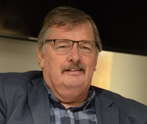 VOLD I OMSORGSSEKTOREN: SVs kommunestyrerepresentant Dag Westhrin viser til undersøkelse som viser til ca. 13.000 tilfeller av vold ved Norske sykehjem. Nå ønsker han svar på hvordan tilstanden er i Nittedal.