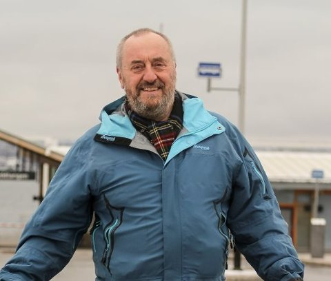 HØYRE: Erik Adland (63) fra Nesoddtangen:  Erik er født og oppvokst på Nesodden.  – Jeg gikk inn i politikken for å jobbe med skole, helse og omsorg, forteller han.