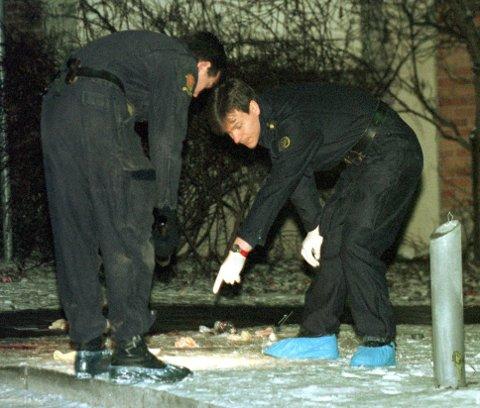 PSYKOTISK: Politiets kriminalteknikere jobber på åstedet for knivdrapet på Grünerløkka. Nå krever påtalemyndigheten at det tvungne psykiske helsevernet forlenges for drapsmannen (56).