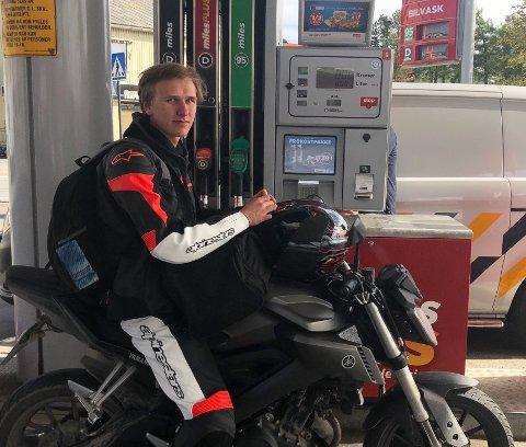 Rekordmange feilfyllinger: Ravn Olsen Jondahl (18) fra Sulitjelma har til gode å fylle feil drivstoff på tanken, men langt fra alle har vært like oppmerksomme som Ravn Olsen i år.