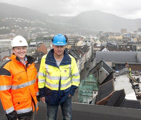 OPPSTART: Nå starter arbeidet med Neumanns gate-prosjektet. Ørjan Mjøs i BIR Nett (t. v) og prosjektleder Oddbjørn Andersen i Vann- og avløpsetaten forteller at arbeidet skal pågå til ut i 2017. FOTO: MADS TRELLEVIK