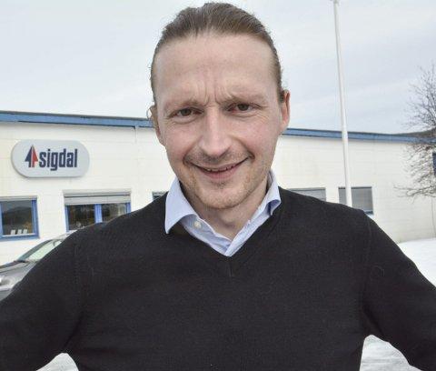 OPTIMIST: – Jeg tror 2021 vil bli et godt år for oss , sier Fredric Forsell, fabrikksjef på Sigdal Kjøkken.