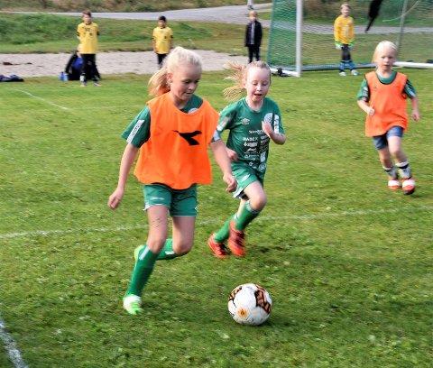 TOPPSCORER: Linea Wærsted Kolbjørnsrud løp fra motstanderne, og plasserte ballen sikkert i mål tre ganger i internkampen.