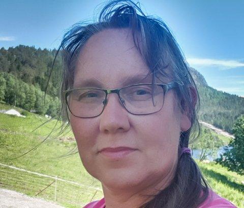 SNARTENKT: Anne Berit Selle, sjef i Nesholmen Leirstad, heldt hovudet kaldt når straumbrotet gjorde at frys og kjølelager streika.