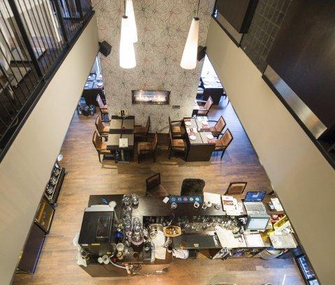 Plass til 120 gjester: Restauranten har en lun og koselig atmosfære og strekker seg over to etasjer.