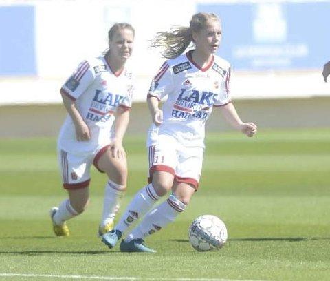 SPILLER SAMMEN: Søstrene Lotte (foran) og Ida Fikseth Fossem spiller begge for Medkila.