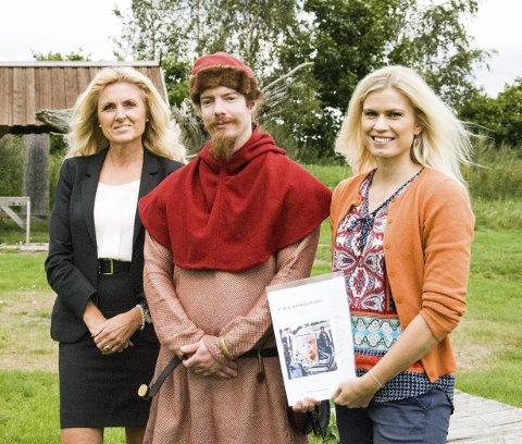 GAVE: Bodil Iversen (DNB), Fredrik Bjønnes (fagkonsulent Midgard) og Anne Doksrød (daglig leder Midgard).