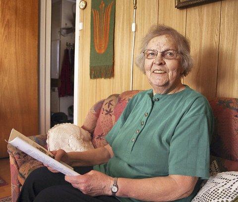 Holder kontakten: Gjennom brev, telefon og hyppige besøk holder Ella kontakten med de 11 søsknene sine.Foto: Anna Kvarberg Ekre