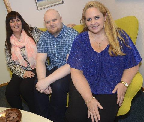 På plass: Tre av de ansatte i Hadeland og omegn forsikring. Fra høyre daglig leder Anne Cathrine Heier, Jon Eivind Bergheim (heltid) og Gunvor Bjertnæs (deltid).