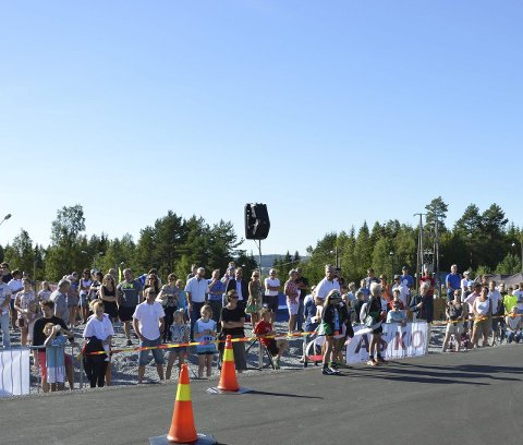 Masse folk: Folksomt på åpningen av Tistedalen Skianlegg sist fredag.