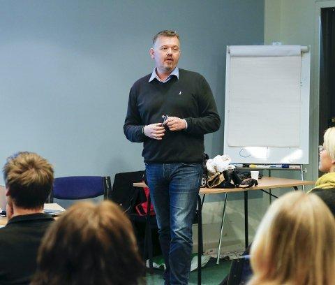 På kurs: De butikkansatte fikk gode råd og tips av Steinar Vadla Risa.