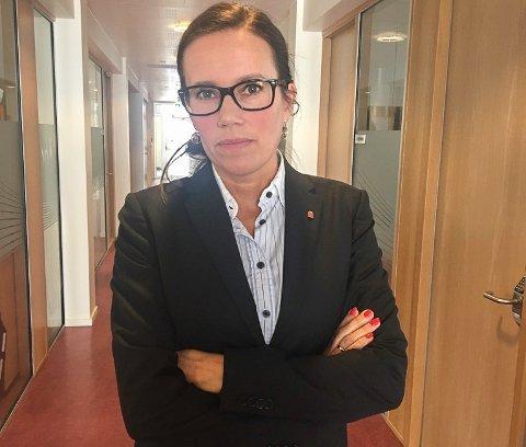 SKREMT: Rapporten fra Statens helsetilsyn om lovbrudd hos ambulanseflytjenesten er skremmende lesing, sier leder av Vest-Finnmark Rådet Marianne Sivertsen Næss.