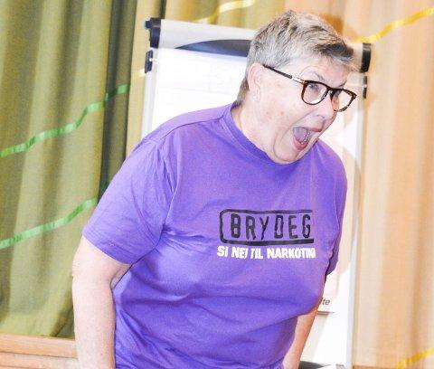 Barnslig:  Bente Hauger startet foredraget med å snakke om alkohol. – Shotting er den mest barnslige form for drikking jeg kan tenke meg. Da har dere ikke kontroll!Alle foto: Anne Enger Mjåland