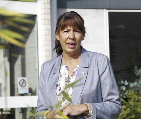 Til sommeren: Kommunalsjef Anne Marit Bakka håper boligene kan være innflytningsklare i sommer. Foto: pål NOrdby