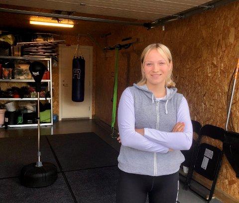 HIT, MEN IKKE LENGER: Anniken Holthe er vanligvis på reiser i forbindelse med boksingen nær sagt hver helg, men nå må hun trene i garasjen.