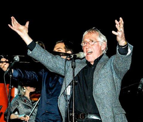 """Alf Cranner synger """"Tivoli"""" på Skåtøy februar 2013"""