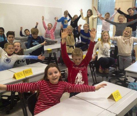 NYTT KLASSEROM: Klasse 3B gleder seg over sitt nye klasserom på Hegg skole.