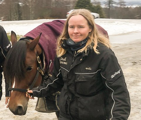 MARERITT: Kristine Kvasnes opplever alle travtreneres mareritt med alvorlig sjukdom i stallen.