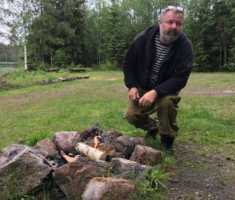 AKTSOMHET: Selv med nasjonalt bålforbud kan man lage seg et pølsebål ute i naturen om man viser aktsomhet. (Illustrasjonsfoto)