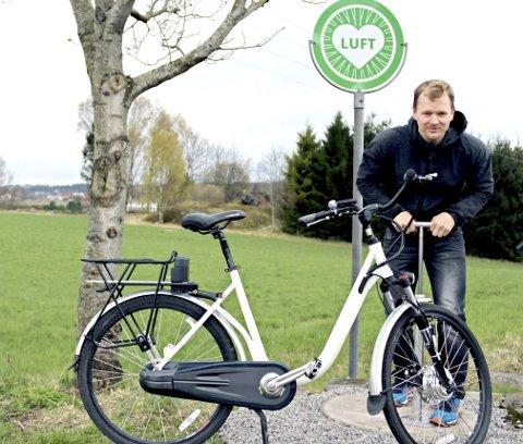 Flere ut på tur: Torbjørn Bjønness vil tilrettelegge for at enda flere skal bruke sykkelen som framkomstmiddel. Nå har han satt opp det første servicepunktet på Nøtterøy. foto: therese eskelund