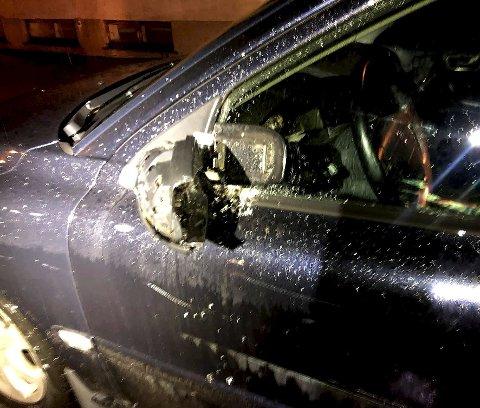 Store skader: Hele den ene siden på bilen ble ødelagt. Foto: Privat