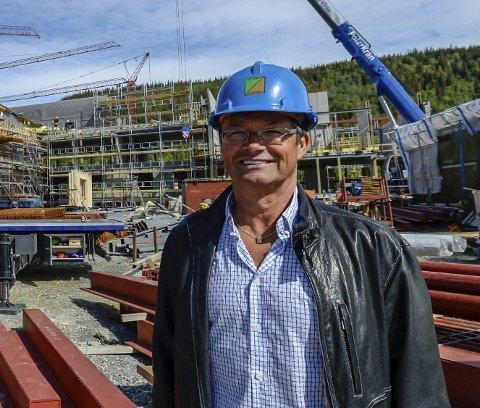 I RUTE: Prosjektsjef Jostein S. Jacobsen sier byggingen er inne i en sluttfase, og at denne saken ikke vil føre til forsinkelser.