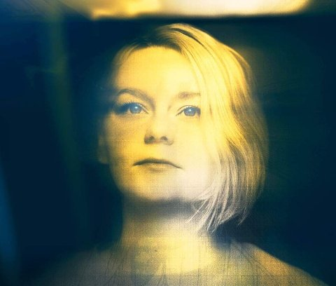 AYKO: Nikoline R. Christensen (25) er plukket ut som en av ti artister til Gnist 2019. (Bildet er tatt av Helge Brekke, mens den visuelle profilen er designet av Petrus Christensen)