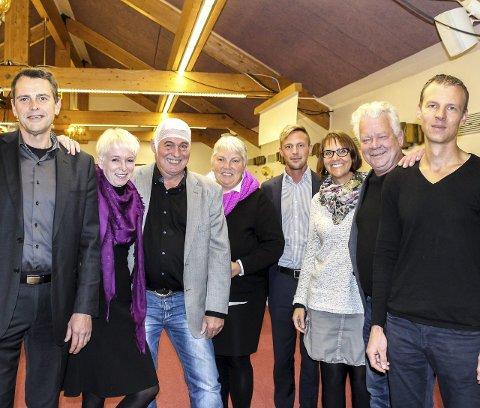 FORMANNSKAPET: Fra v. Per Kr. Solbak (Frp), Heidi Finstad (Ap), Halfdan Karlsen (Ap), Gro Langdalen (H), John Sebastian Schmidt Slørdahl (H), Heidi Isaksen (Ap), Øivind Sand (Ap) og Hans Olav Tomter (Sp/KrF). Bjørg Granerud (Ap) er også med. Foto: Rune Fjellvang