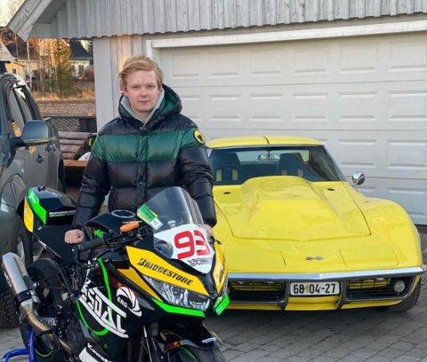 SATSER PÅ ROADRACING: Patrik Ommedal fra Re satser på motorsporten roadracing.