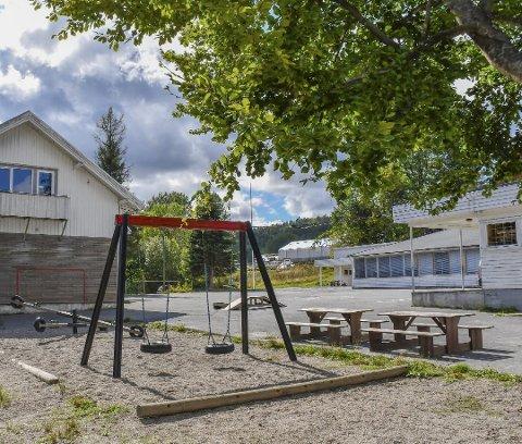Frode Stiansen går av som rektor ved Holt skole når dette skoleåret er over. Han er ansatt i Tvedestrand kommune og har søkt om ett års persmisjon.