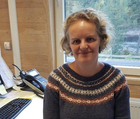 Tonje Ramse Trædal har vært kulturrådgiver og kulturskolerektor i Åmli i seks år. Nå har hun fått ny jobb i Nordfjordeid.