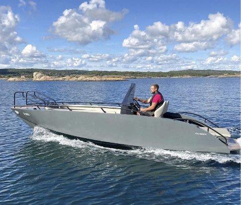 Ny modell: Green Waves kom i fjor med denne prototypen av en aluminiumsbåt med elmotor.  Nå jobber blant annet Marinex i Kragrø med robuste universelle ladeløsninger som tåler vær og vind.