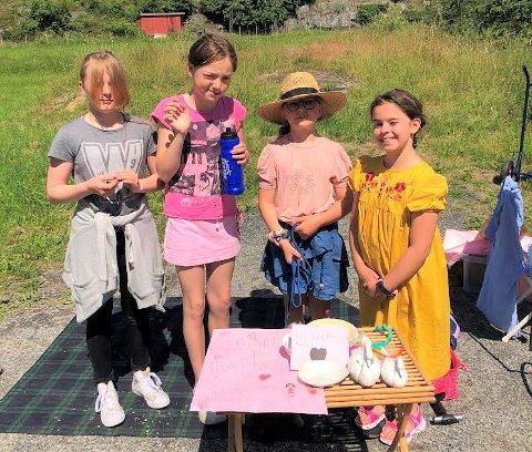 Luna Liahjell Lund (11), Alva Marcussen Hübertz (10), Lykke Villefrance Dann-Birkeland (9) og Emily Pilati (8) har samlet inn over 1.000 kroner til Barnekreftforeningen.