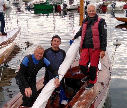 LEDER NM: Erik Mathisen, Mads Mathisen og Magne Halvorsen har en ledelse på fem poeng etter tre NM-seilaser i Risør fredag.