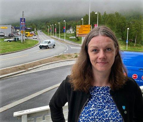 Venter: Ordfører Britt Kristoffersen ser fram til at det kommer på plass nye og framtidsrettede løsninger for passering av E6 forbi Ulvsvågskaret.