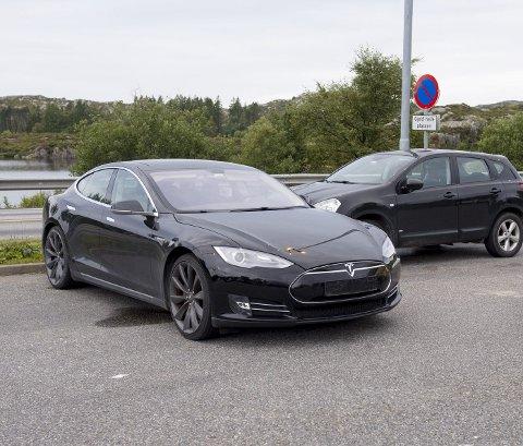 Tesla-eiere må snart kunne tåle at politikerne gir dem høyere avgifter og litt bompenger.
