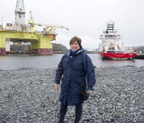 Fjell-ordfører Marianne Bjorøy (Ap) får neppe hjelp av fylket til å starte pendlerrute inn til byen.