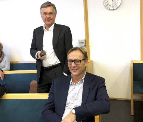 Konsernsjef Roy Wareberg (t.h.) i Atlantic Offshore og hovedaksjonær Knut Øgreid fulgte rettssaken fra tilhørerbenken mandag.