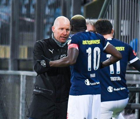 Eurosport mener å sitte på opplysninger om at Godset-trener Henrik Pedersen skal ha kommet med rasistiske bemerkninger og uønsket oppførsel overfor enkeltpersoner i klubben. Drammens Tidende kjenner ikke til hvilke enkeltpersoner som skal ha beskyldt Pedersen for rasistiske bemerkninger.