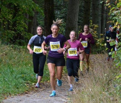 Bilde1: De fire beste var i teten tidlig blant damene. Fra venstre Solveig Pladsen (3. best), Kathrine Ruud Hansen (2. best), Camilla Solberg Vethe (vinner) og Ingrid Oldervik Mathiassen.