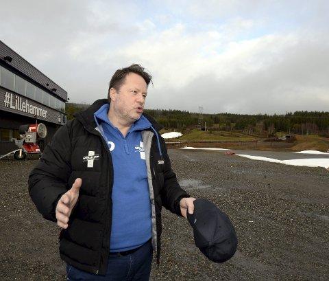 Eiliv Furuli, leder av organisasjonskomiteen for verdenscupen, bedyrer at arrangøren har kontroll selv om minusgradene foreløpig uteblir. Begge foto: Morten Aasen